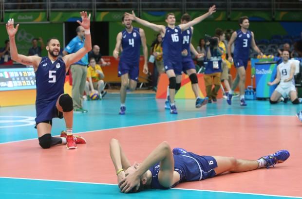 Italianplayersshowtheirexcitementafterbeingclassifiedtothefinals